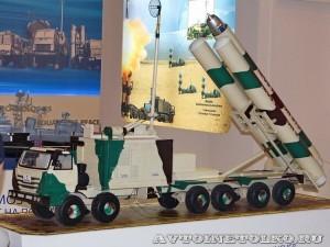 модель мобильной пусковой установки крылатых ракет BrahMos 1600-CK310 на выставке Оборонэкспо форума ТВМ 2014 - 7529