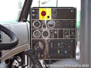 Автотопливозаправщик АТЗ-12-FMX400 ЗАО ЗСТ на выставке Оборонэкспо форума ТВМ 2014 - 8212