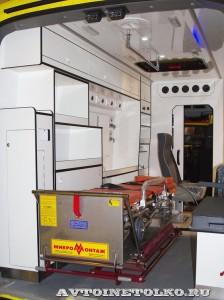 автомобиль скорой помощи класс В на базе Ford Transit ООО Автодом на выставке Здравоохранение 2014 img_6819