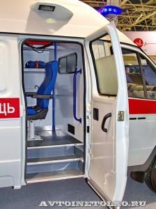 Автомобиль скорой помощи класс В на базе ГАЗель Бизнес ПКФ Луидор на выставке Здравоохранение 2014 img_6876