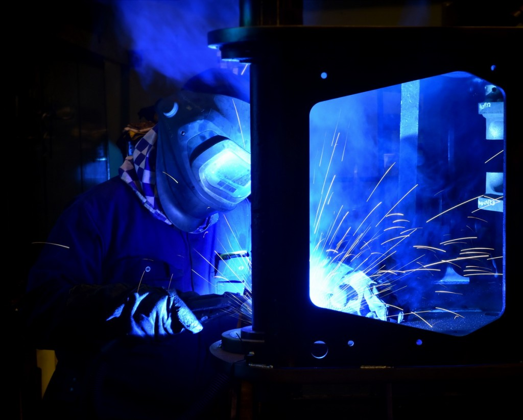 31-welding-a-cross-member-to-the-chassis-side-plate-2
