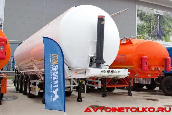 Полуприцеп для сыпучих грузов Сеспель SB4U53 на выставке Демострой 2018