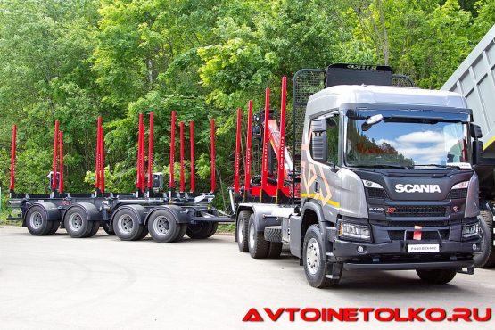 Лесовоз Scania P440 B6x4HZ c надстройкой Riikonen, гидроманипулятором Palfinger Epsilon M100L97 и раздвижным прицепом Jyki на презентации в Дмитрове