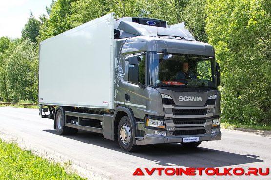 Развозной автомобиль Scania P280 B4x2NA с изотермическим фургоном Schmitz на презентации в Дмитрове