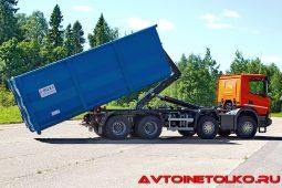 Мусоровоз Scania P440 B8x4HZ с крюковым погрузчиком HIAB MULTILIFT XR30S61 на презентации в Дмитрове