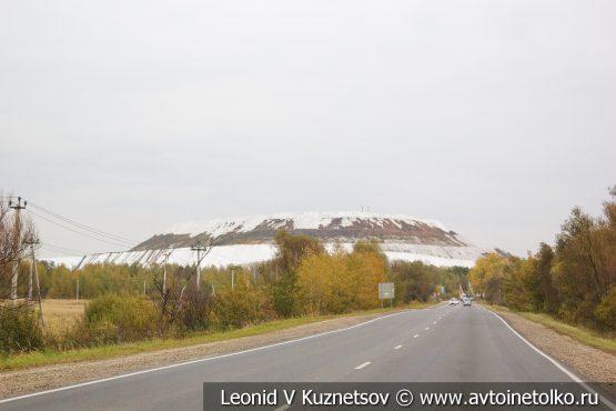 Гора отходов фосфогипса завода Воскресенские минеральные удобрения